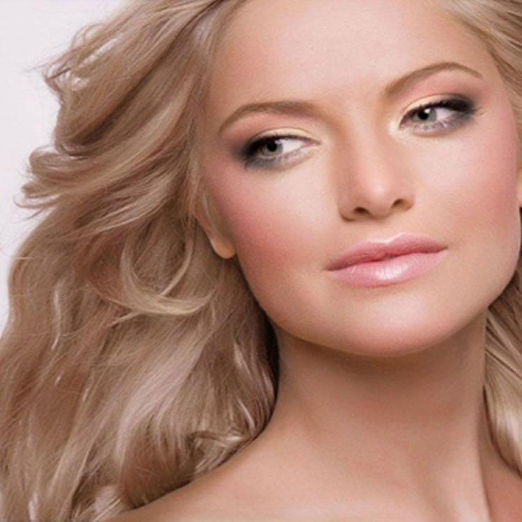 Best Pale Blonde Wavy Hairstyles for LongHair
